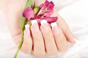 french-nails-muenchen-beispiel-mit-blume